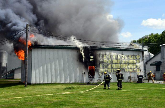 Incendie – Un garage de la ferme Boisjoly complètement détruit par les flammes à Wickham