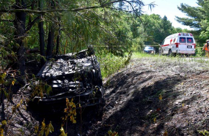 Un jeune conducteur secouru d'un véhicule en flammes à la suite d'une sortie de route à Saint-Lucien