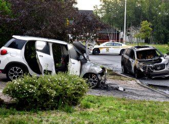 Deux véhicules incendiés à Drummondville – La SQ enquête