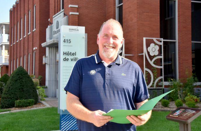 Louis Raiche candidat du district 5 a officialisé sa candidature aujourd'hui à l'hôtel de Ville de Drummondville.