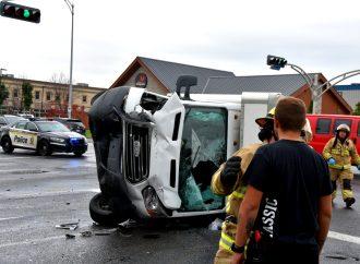 Un camion se renverse suite à collision sur le boul Lemire à Drummondville