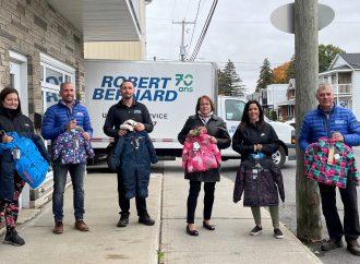 Robert Bernard remet plus de 1 100 habits de neiges aux familles dans le besoin