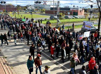 Une marche pour le libre choix a attiré quelques centaines de manifestants à Drummondville