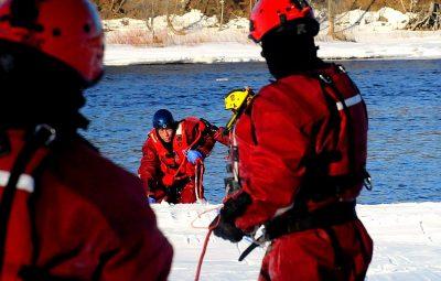Les pompiers déployés sur la rivière Saint-François pour des exercices de sauvetage sur glace et en eau froide